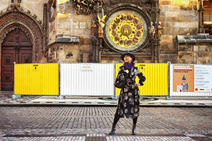 White Caviar Life fashion story took place in front of the Prague astronomical clock.