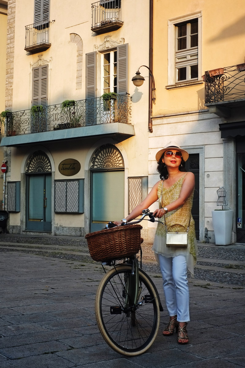 'The Girl with Her Vintage Bike' - Como cycling street style by Kent Johnson photography.