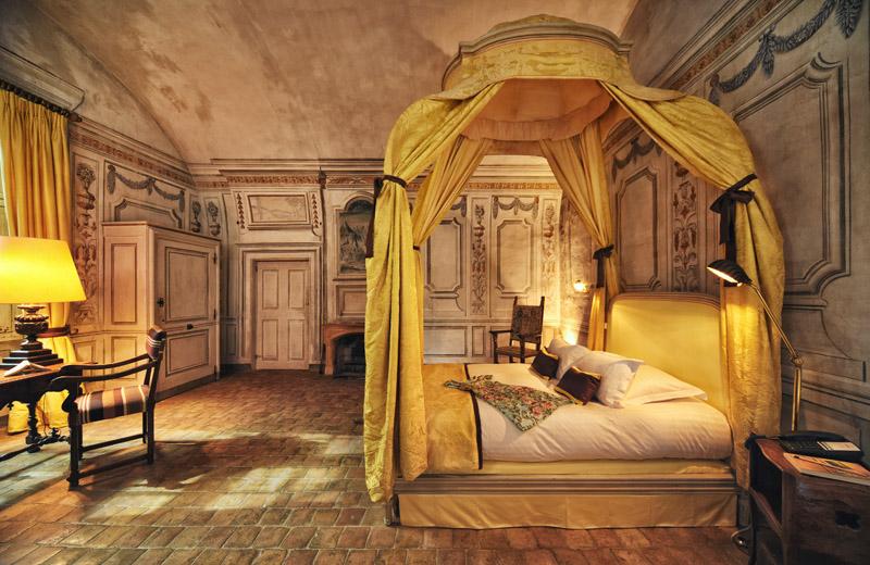 Château Superior Suite Aux Bouquets. Château de Bagnols hotel reviews.