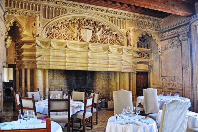 Le 1217 restaurant of Château de Bagnols