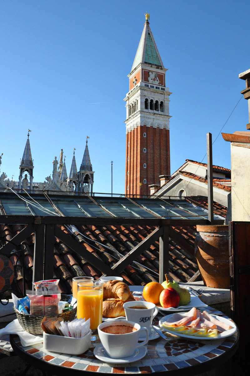 Where to find a room with a view in Venice? Relais Piazza San Marco reviews by White Caviar Life.